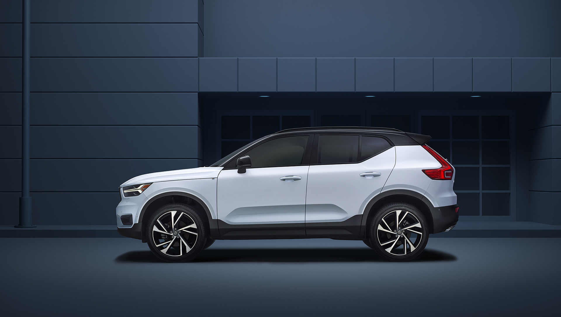 VolvoXC40_Profile_FINAL_layered_just_carF_small