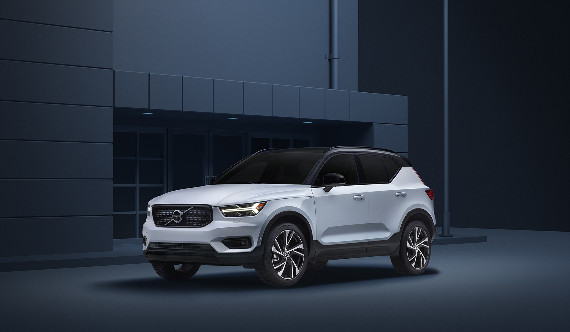 VolvoXC40_ThreeQuarter_FINAL_layered_just_carF_small